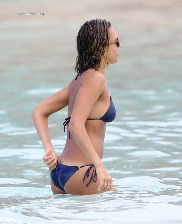 alba-bikini13