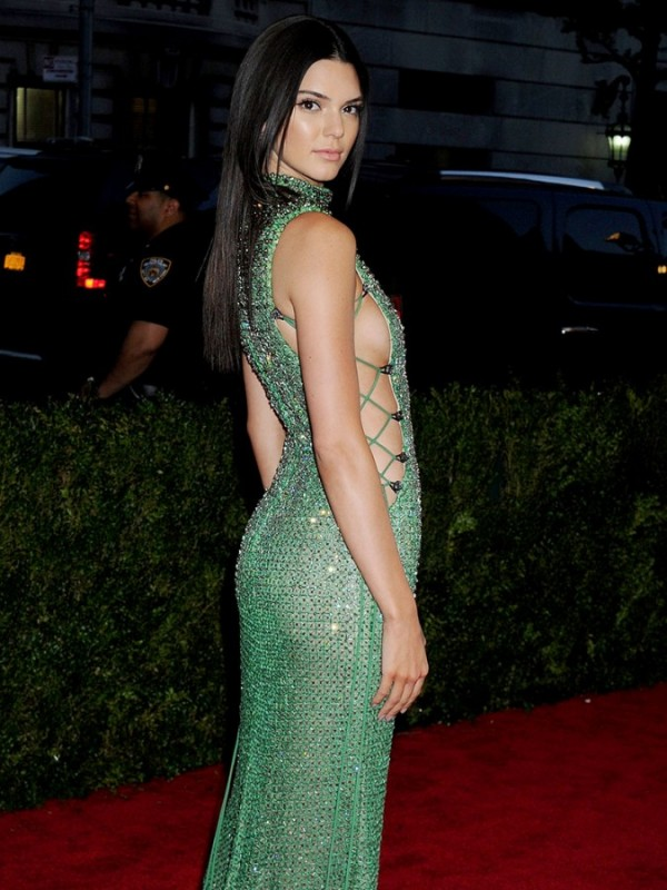 2015-Met-Gala-Costume-Institute-Benefit-Kendall-Jenner-Side-675x900