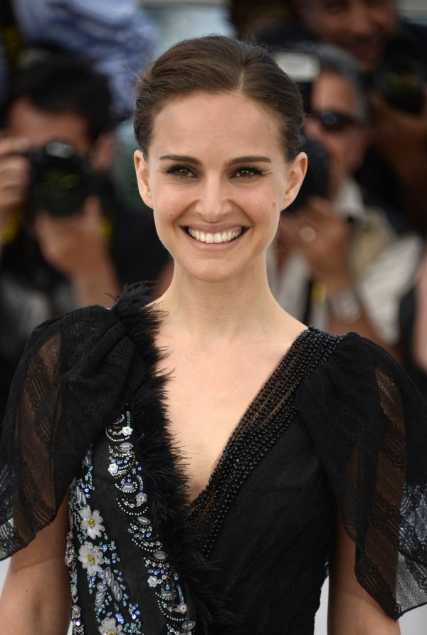 Natalie-Portman-A-Tale-of-Love-and-Darkness-Photocall-in-Cannes-4