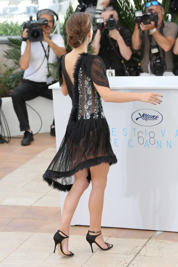 Natalie-Portman-A-Tale-of-Love-and-Darkness-Photocall-in-Cannes-8