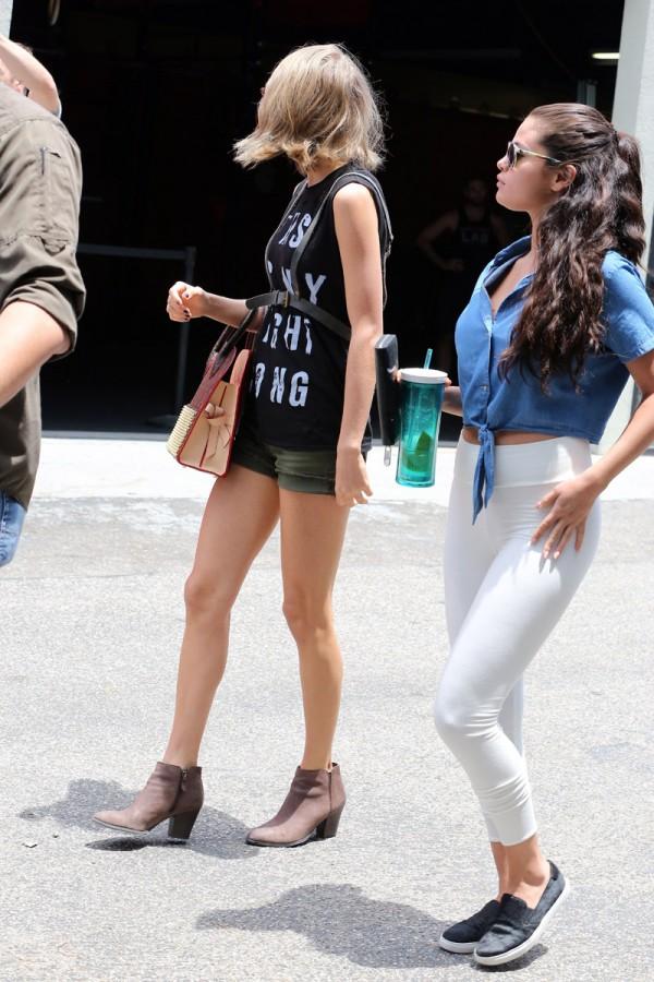 Taylor-Swift-Selena-Gomez-14