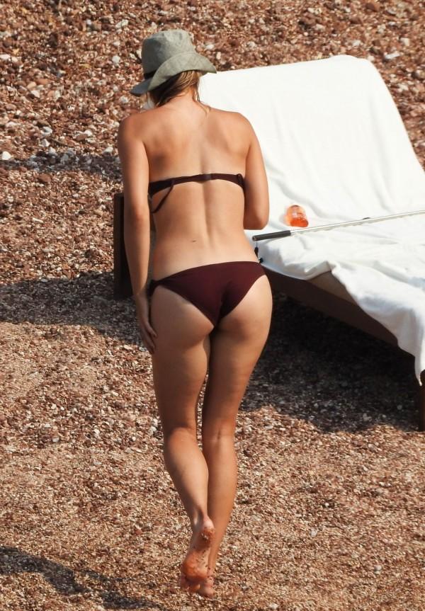 Maria-Sharapova-in-Bikini-Montenegro-1