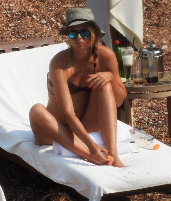 Maria-Sharapova-in-Bikini-Montenegro-10