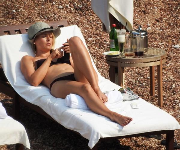 Maria-Sharapova-in-Bikini-Montenegro-13