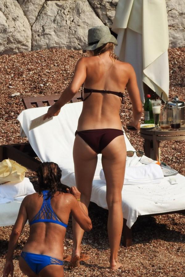 Maria-Sharapova-in-Bikini-Montenegro-2