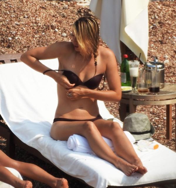 Maria-Sharapova-in-Bikini-Montenegro-5