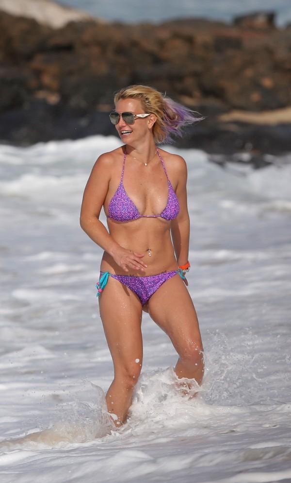 britney_spears_bikini_2015-10