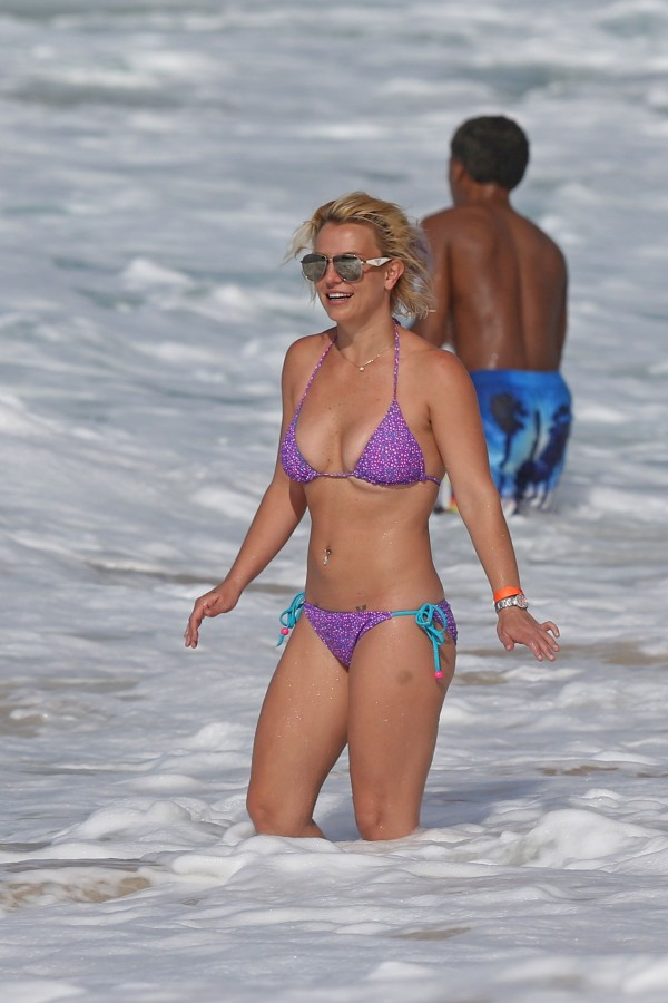 britney_spears_bikini_2015-11
