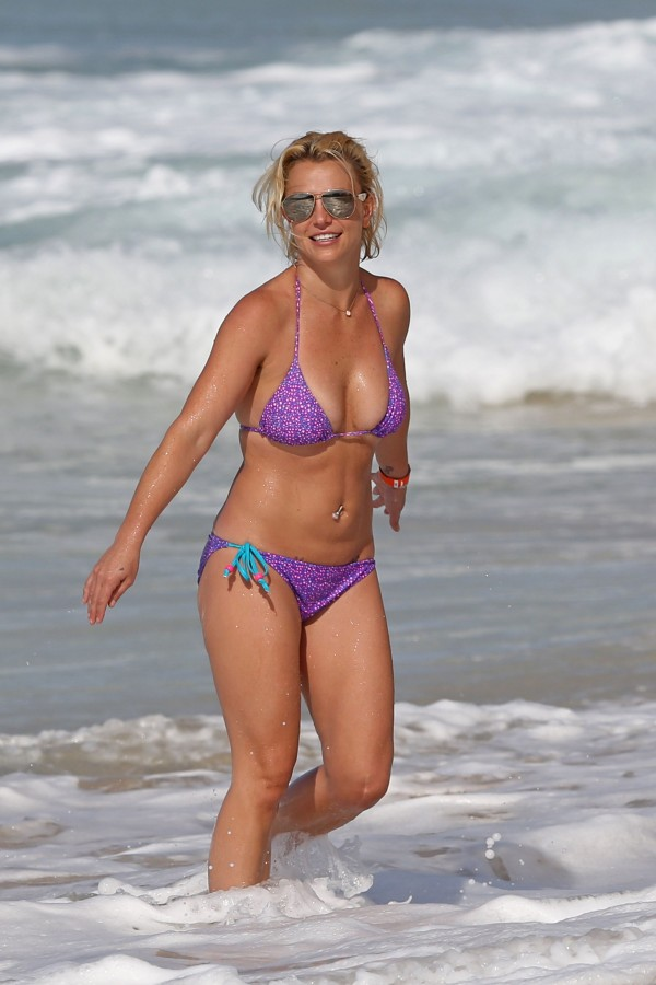 britney_spears_bikini_2015-13