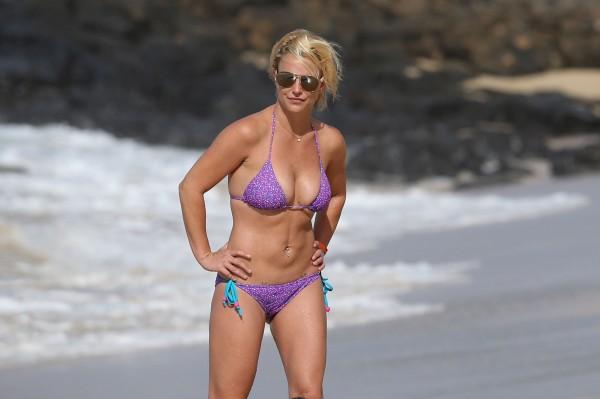 britney_spears_bikini_2015-3