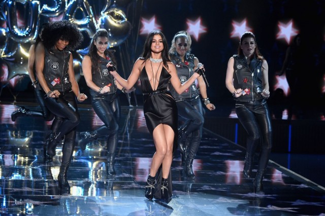 Selena-Gomez-Victorias-Secret-Fashion-Show-NY-5