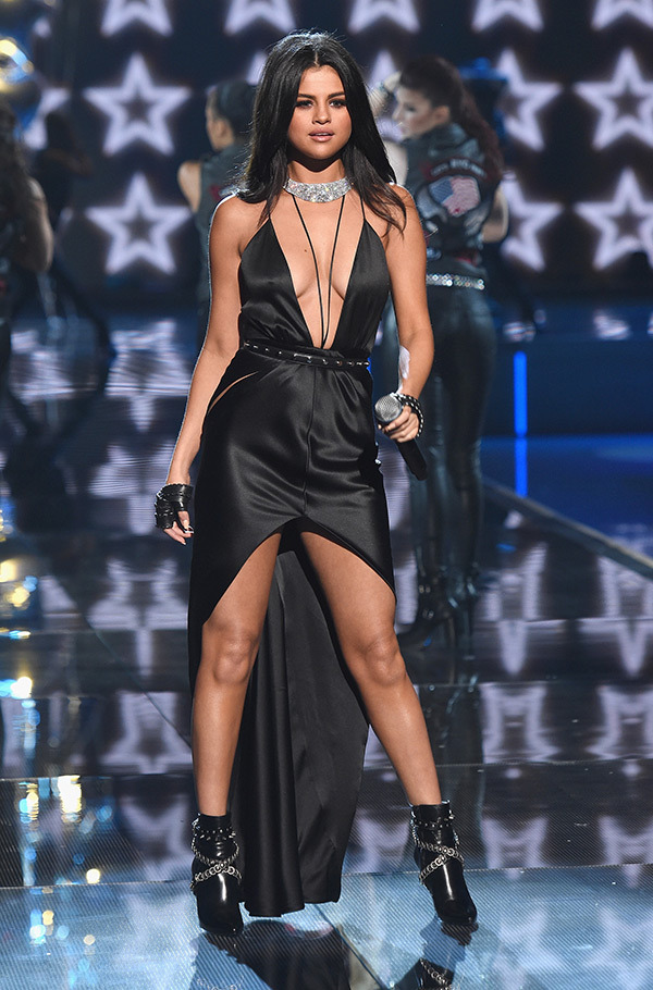 selena-gomez-2-vs-fashion-show-2015-runway