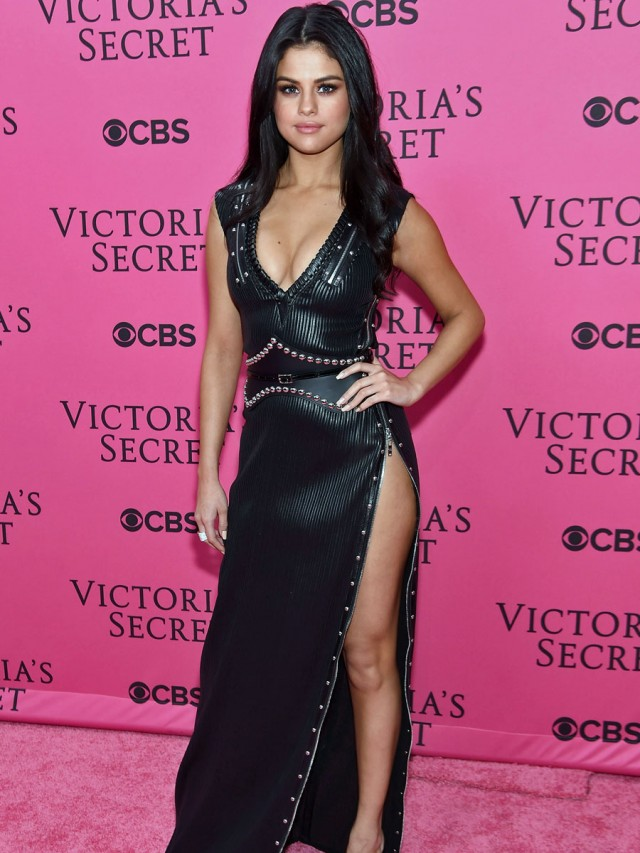NEW YORK, NY - NOVEMBER 10:  Singer Selena Gomez attends the 2015 Victoria's Secret Fashion Show at Lexington Avenue Armory on November 10, 2015 in New York City.  (Photo by Jamie McCarthy/Getty Images)