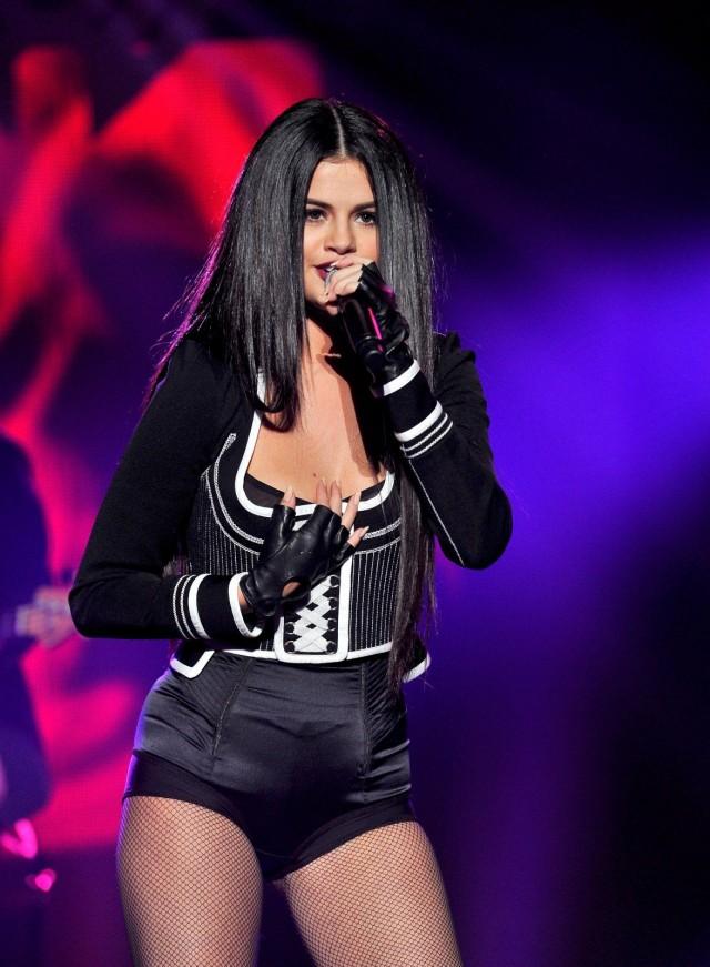 Selena-Gomez-112