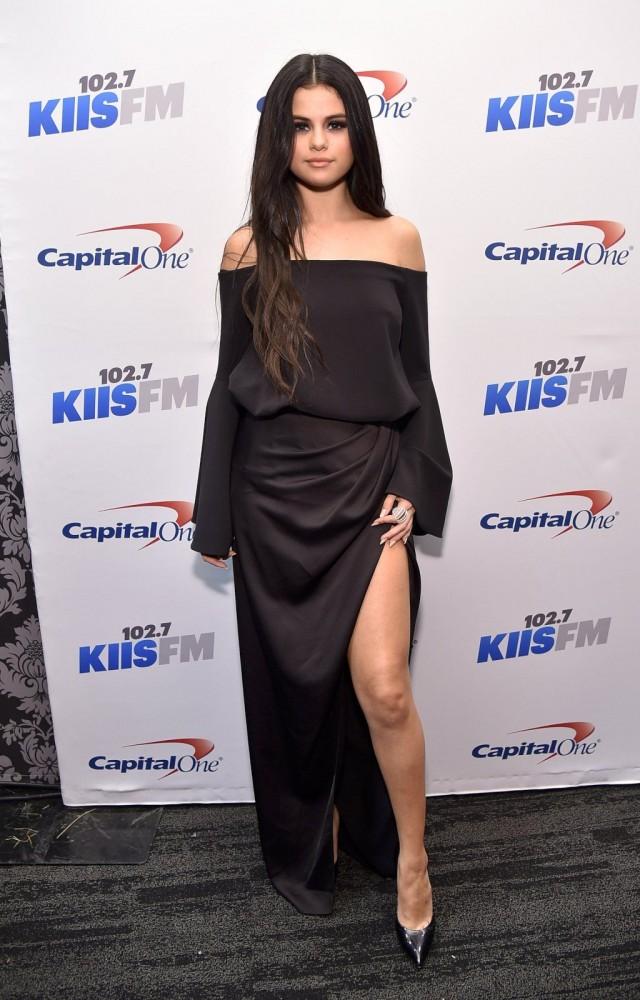 Selena-Gomez-at-102-7-KIIS-FM-Jingle-Ball-2015-in-LA-15