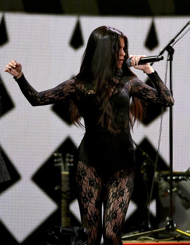 Selena-Gomez-at-102-7-KIIS-FM-Jingle-Ball-2015-in-LA-2