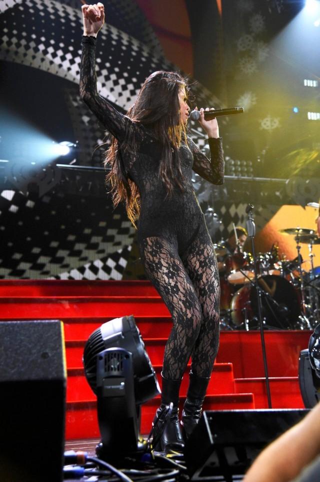 Selena-Gomez-at-102-7-KIIS-FM-Jingle-Ball-2015-in-LA-6