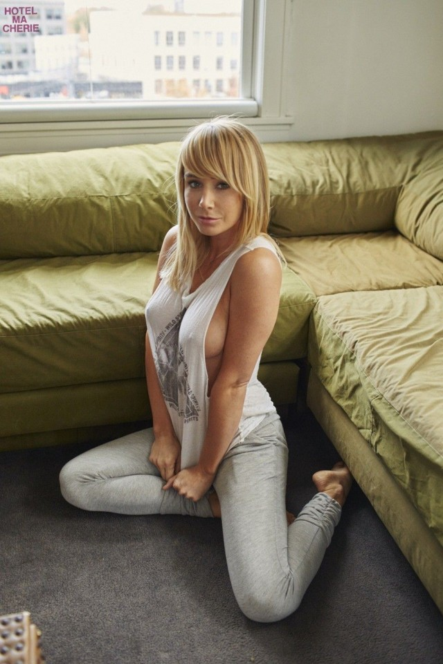 Sara-Underwood-Hotel-Ma-Cherie-Photoshoot-14