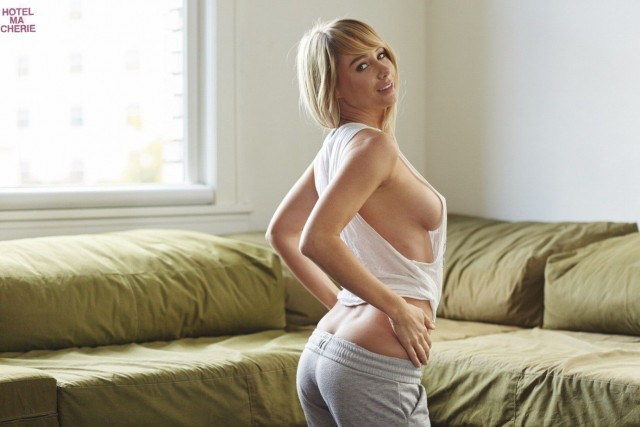 Sara-Underwood-Hotel-Ma-Cherie-Photoshoot-22