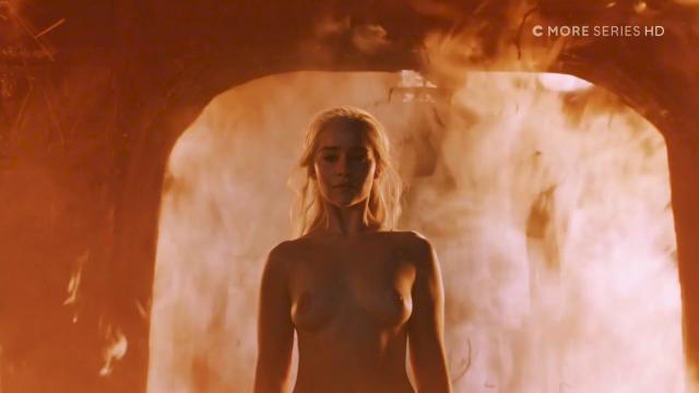 emilia-clarke-fire2