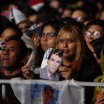 Vibra el Zócalo con 100 mil voces que cantan a José José