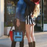 Paulina Rubio enseño el culo al besar a su novio
