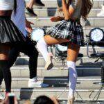 Ariana Grande con uniforme escolar en Japon