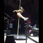 Maria Leon se sube al tubo en concierto de Playa Limbo